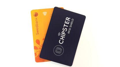 skyddskort framför skimmingskyddat bankkort